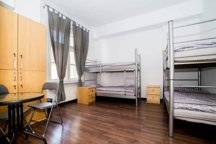 Отель или хостел? Ожидания, преимущества и недостатки каждого вида проживания