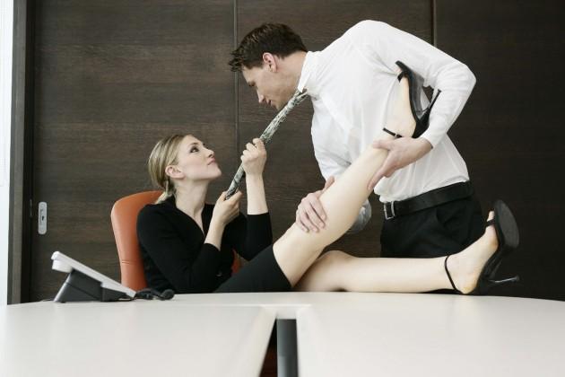 Основные правила безопасного флирта начальства и подчиненных