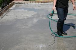Зачем и как ухаживать за бетоном после его укладки