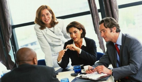 Жесты и движения: на что стоит обратить внимание во время деловых переговоров?