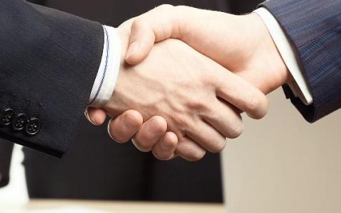 Особенности заключения договора подряда с работником предприятия-заказчика (штатным сотрудником)